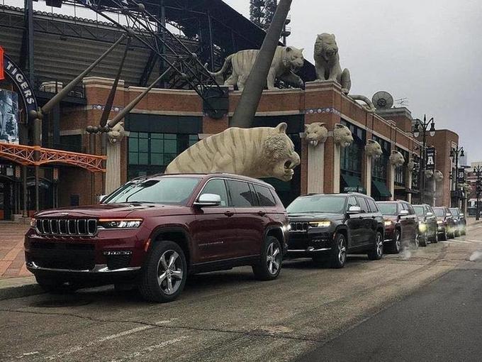 Jeep大切诺基L实车街拍!搭3.6/尺寸超大众途昂