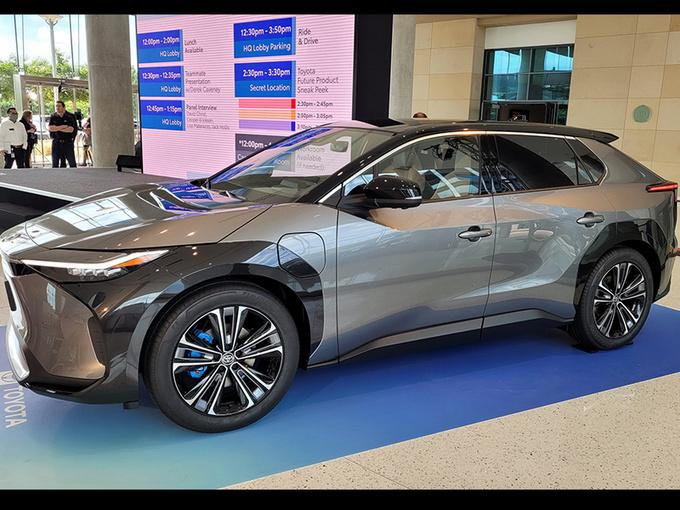 丰田全新SUV实拍!外观酷似RAV4,有望明年量产