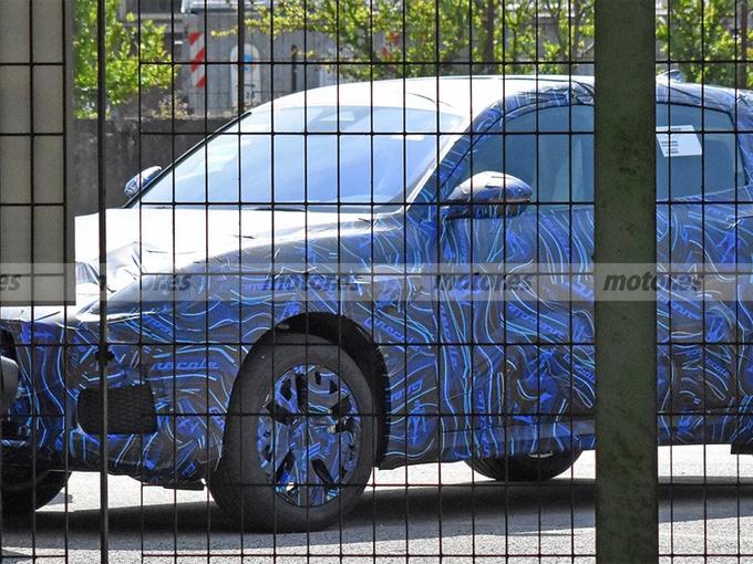 玛莎拉蒂全新入门SUV路试!年底发布/售价更低