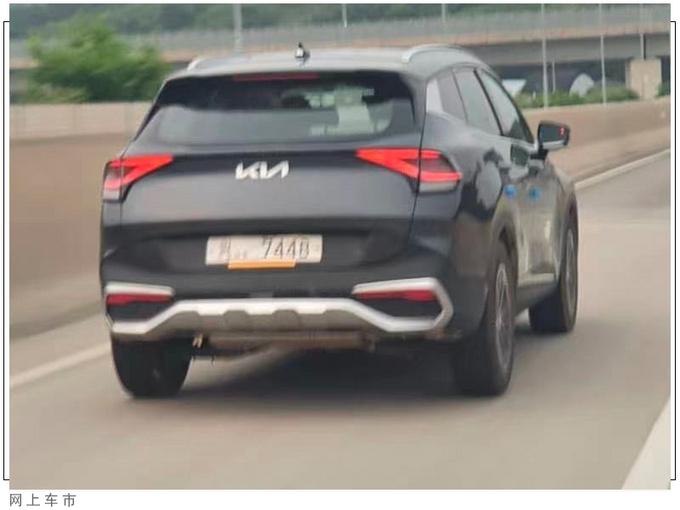 起亚全新SUV实车街拍搭1.6T引擎/比汉兰达耐看-图4