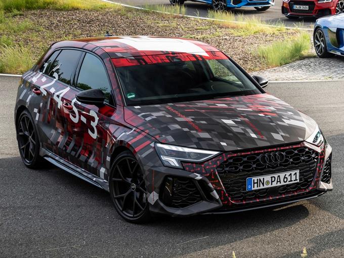 奥迪全新RS 3实车曝光搭2.5T引擎/年内亮相-图1