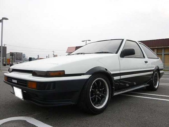 丰田经典AE86实拍!搭1.6L引擎/配黑白双色车身