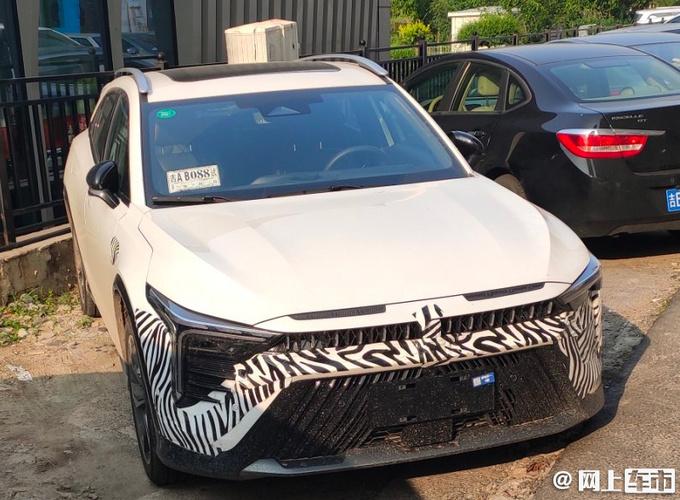 奔腾全新SUV曝光 造型酷似马自达CX-4 最快10月上市