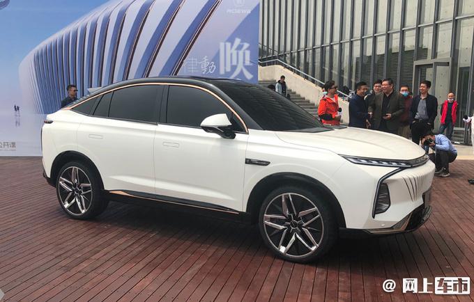 荣威全新轿跑SUV鲸实拍 酷似宝马X6 配贯穿尾灯
