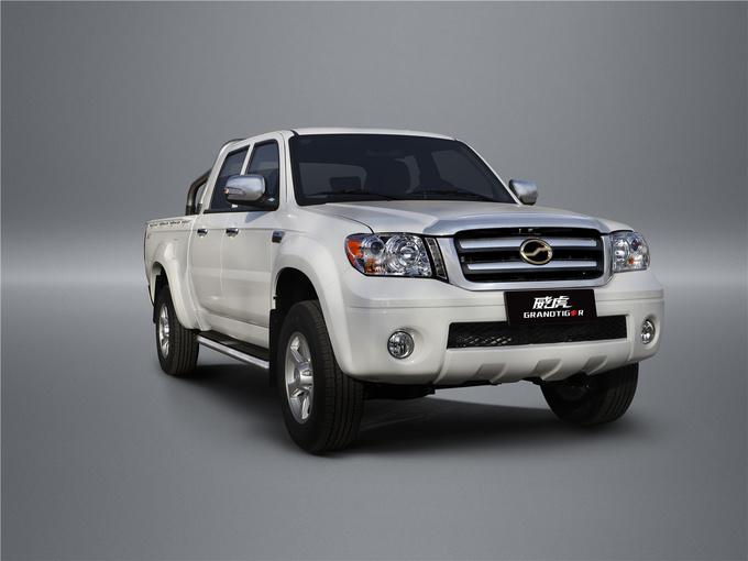 中兴威虎经典版上市,汽油搭载三菱2.4L汽油机