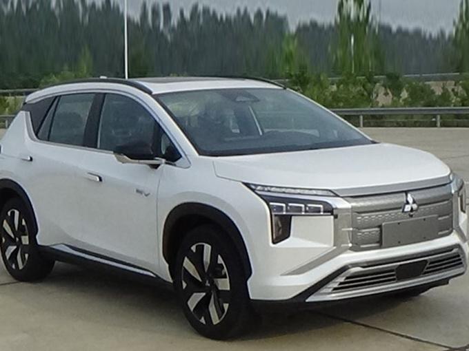 广汽三菱全新SUV实拍!分体头灯/最快今年底上市