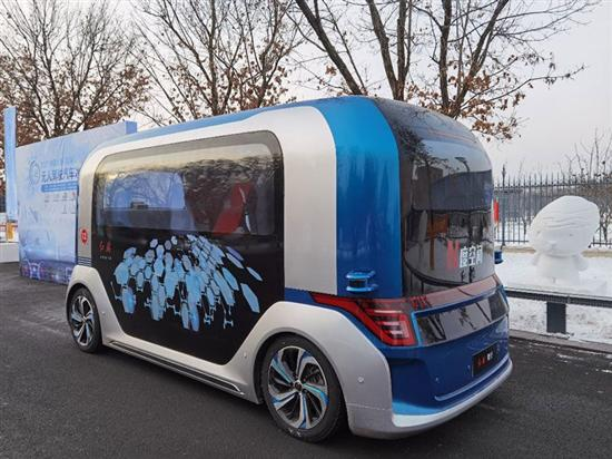 中国一汽亮相无人驾驶汽车冰雪挑战赛
